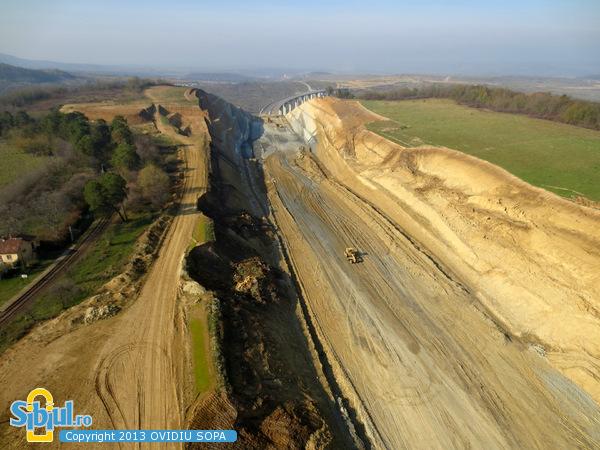 Autostrada A1 Orastie - Sibiu / Alunecari de teren Aciliu / KM 63 - 64 / Noiembrie 2013