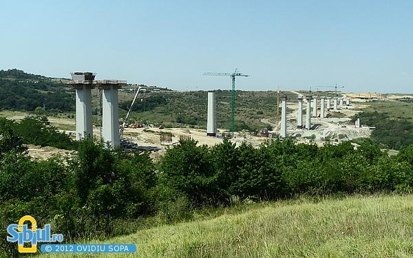 Autostrada A1 Orastie - Sibiu / Viaduct peste vale si DC71 / Km 62 / August 2012
