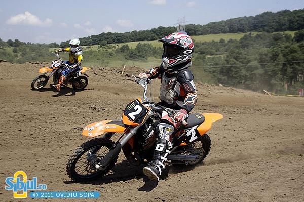 2-cn-motocross-etapa-v-sibiu-2011-clasa-65cc-1962611957.jpg