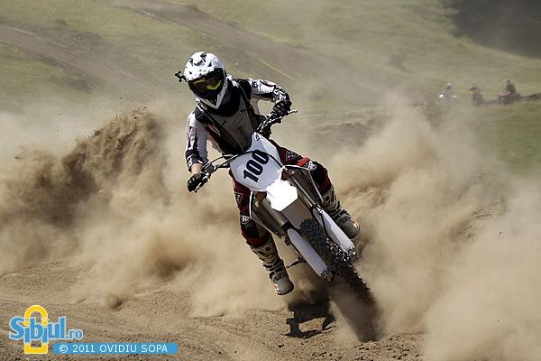 2-cn-motocross-etapa-v-sibiu-2011-clasa-85cc-994088456.jpg