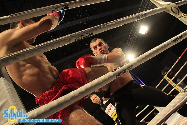 Ionut Atodiresei vs Valdrin Vatnikaj - Local Kombat Sibiu 2010