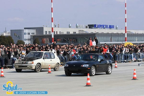 Cursa de masini pe aeroport