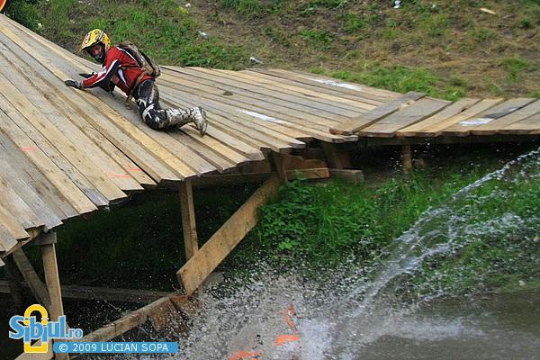 Dani Otil cade la Red Bull Romaniacs