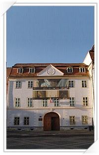 Casa Albastra / Casa Moringer