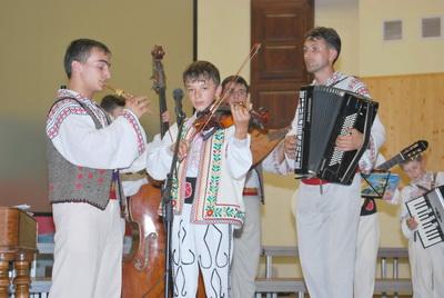 Ansamblul Dor Basarabean la festivalul traditiilor populare Sibiu 2009